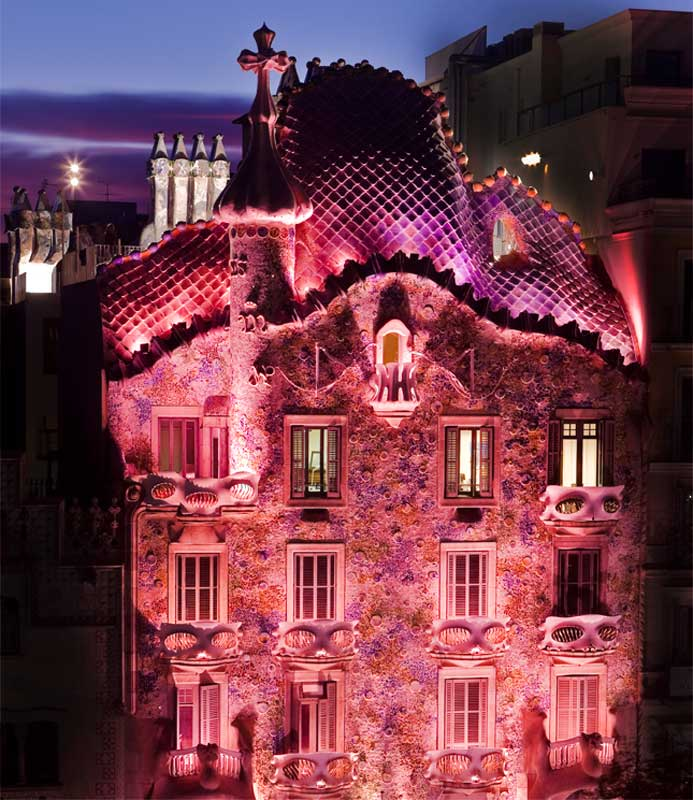 Casa Batlló in pink against Breast Cancer