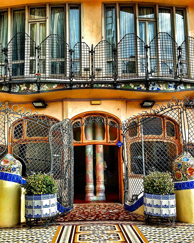 "The ""B-side"" of Casa Batlló conquest the #Photocontest jury"